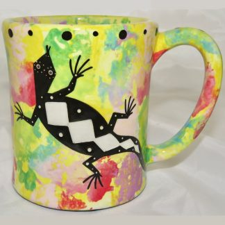 Ear handle mug, gecko, bright yellow background.