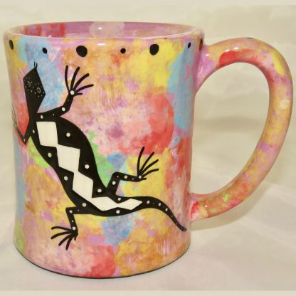 Ear handle mug, gecko, purple background.