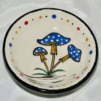 Mana Pottery teabag holder featuring three Psilocybin mushrooms with blue caps