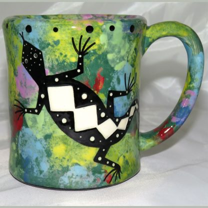 Mana Pottery e-mug featuring gecko and desert landscape on reverse, on green background.