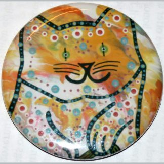 Round magnet featuring Mana Pottery kitty.