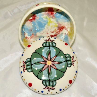 Mana Pottery round ceramic box featuring Four Directions Peyote on cream with a confetti/cream interior.