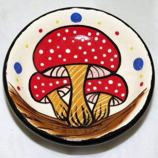 Mana Pottery teabag holder featuring three Amanita mushrooms with red caps.